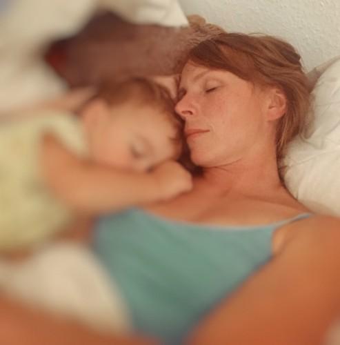 Angefasst mutter im schlaf Angefasst werden